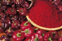 """C.R.D.O.P Pimentón de Murcia / El Pimentón de Murcia es el producto resultante de la molienda de pimientos totalmente rojos de la variedad """"bola"""", recolectados maduros, sanos, limpios y secos."""