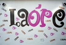 Complejo Orellana Perdiz / ORELLANA PERDIZ es una empresa familiar creada en el año 1.948; se sitúa a ambos márgenes de la Autovía de Andalucía A-4 SUR en los Km. 265 (Dirección Sevilla) y 266 (Dirección Madrid) en La Carolina (Jaén). Con más de 60 años de andadura profesional contamos con Hoteles, Restaurantes, Cafeterías, Piscinas, Pista Polideportiva, Plaza de Toros Rutas 4x4 y a Caballo, Salones para Convenciones y Celebraciones con Programa de Actividades y Gasolinera.  Tel. 953 660 600 / by Te atiendo... ¡Tu tienda!
