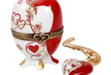 Porcelain Heart / We offer a beautiful and unique range of Limoges porcelain heart boxes, porcelain jewelry and other romantic gifts.