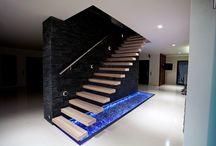 Kragarmtreppen  - schwebende Treppen / Zeitlose und moderne Architektur der Superlative. Die Kragarmtreppe verleiht dem Haus eine offene und transparente Atmosphäre