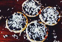 Cake / Mini Chocolate Tarts