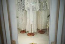 Ιδέες για ρούχα / Robes de plage ou robes de marriage??? Υπέροχες tunique από γαλλικές δαντέλλες για την plage, για βραδυνές εξόδους, αλλά και για τις νύφες που επιθυμούν να είναι κομψές ακόμα και κατά τη διάρκεια της προετοιμασίας τους πριν από το γάμο. Διαθέσιμες στο ατελιέ μας Παύλου Μελά 8Β, Λάρισα. Πληροφορίες στα τηλ. 2410280773,6946143381 και στο mail: vatrima@hotmail.gr Εντυπωσιάστε στις διακοπές σας αλλά και κάθε σημαντική στιγμή της ζωής σας με VATRIMA Haute Couture!!!