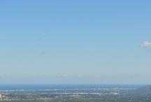 La Vall de Laguar / Municipio al Norte e interior de Alicante, su principal actividad turística es el Senderismo, tranquilidad y naturaleza, es productor con DO Cerezas de Montaña de Alicante, ideal para probarlas y/0 comprar en su visita, campaña de la cereza mediados de Abril, Mayo y mediados de Junio, en Marzo y Abril los cerezos están en flor, con unos contrastes impresionantes de luz y color.