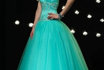 Gorgeous Gowns / by Joss Cardenas
