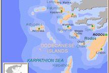 1. E//Grecia//Dodecanese Islands / Las islas griegas del Dodecaneso son: Rodas, Karpatos, Kasos, Simi, Tilos, Nisiros, Astipalea, Kos, Kalimnos, Leros, Patmos y Kastelorizo.