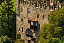 Castles, churches and buildings / Castelos, igrejas e construções Castles, churches and buildings Castillos, iglesias y edificios