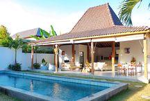 Villa Tinn Tamm / Située dans la Jalan Drupadi, un quartier très en vogue à Bali entre le centre de Seminyak, la plage et Oberoi street, la Villa Tinn Tamm vous séduira par son style et son élégance.