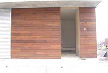 Instalación tarima madera y vallas en casa particular en una casa particular