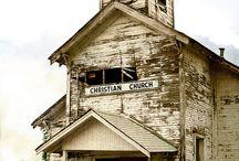 inspiring wedding locations / inspiring wedding locations: barns, meadows, mansions, derelict splendor...