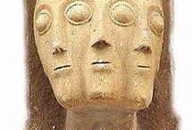 Trifaciales / Representaciones de dioses y seres que se representan con tres rostros.