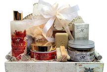 Spa Gift Baskets / The best spa gift baskets on market. From luxurious French soaps, to excellent quality Shea butter cream. Everything is so beautiful.