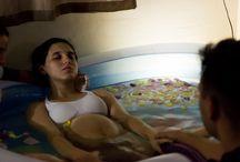 Fotografia de Parto Natural Humanizado / O parto é um momento único e sagrado na história de uma família. Por isso acredito que registrar um parto é ter a oportunidade de eternizar os olhares, gestos, ansiedade, amor, alegria e encantamento. Sempre respeitando o ambiente, todas as emoções do casal e família, a equipe envolvida e o bebê.  www.vanessamunhoz.46graus.com