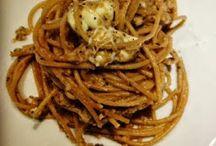 spaghetti integrali con crema di melanzane, limone e semi di papavero