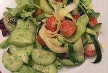 Healthy Food / Veel knoflook + Koriander Kokosolie  Courgette  Cherry tomaten   Sla en komkommer