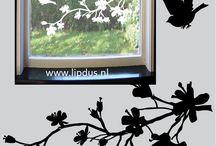 Statisch hechtende raamstickers Bloesemtak met 2Vogels / Stickervel met daarop een mooie bloesemtak (in 3 delen ) met 2 los erbij te plakken vogeltjes. Zie www.lipdus.nl