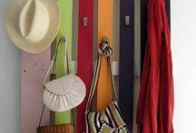 Ideas DIY para el hogar / ¿Te sobra una caja de madera? ¿Vas a tirar esa vieja escalera? ¿Quieres reciclar de manera diferente? Apunta estas ideas para decorar tu hogar con un toque único.