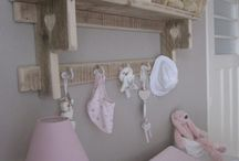 babykamer wandplank