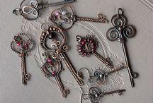 Wire wrapped keys