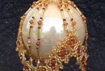 Елочные шары / Елочные шары, оплетенные бисером и бусинами