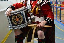 Men in kilts playing music / musique celtique, kilts, cornemuses, musiques de traditions populaires en costumes