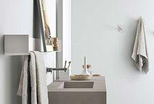Ambiance Cocoon : Une salle de bains Délicate & Zen / Prendre soin de soi dans un espace douillet. Découvrez le style #Cocoon. Des matériaux doux, des teintes #naturelles pour vos baignoires, vos meubles, vos douches, vos lavabos.