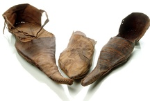 Medieval leather: boxes, knife scabbards, unclassified shoes etc...