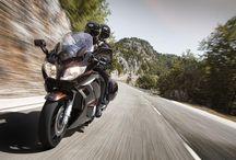 """Спортивный мотоцикл """"Ямаха"""" FJR1300A /    Этот современный супер-турер и каждая его деталь специально разрабатывались таким образом, чтобы на нем можно было проходить большие расстояния с максимально возможным удобством."""