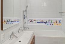 Lake House - Kids Bathroom