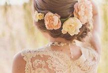 Kwiaty we włosach potargał wiatr?