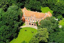 Rynkówka - Pałac / Pałac w Rynkówce w obecnym kształcie pochodzi z końca XIX wieku, a wzniesiony został w miejscu dawnego, XIV-wiecznego zamku obronnego. Obecnie własność prywatna - funkcjonuje jako pensjonat.