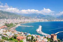 Värikäs ja eloisa Turkki / Leppoisa lämpötila, auringossa kylpevät rannat, kiehtova kulttuuri ja turkkilainen ruoka. Ne kutsuvat lomalle Turkkiin. Aurinkomatkojen Turkki kattaa eteesi valikoiman, jossa riittää koettavaa.
