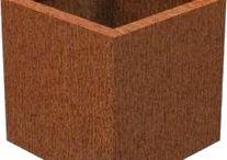 Cortenstaal / Wij produceren duurzame plantenbakken en diverse andere producten aan in cortenstaal. Het staal is vorstbestendig. Cortenstaal vormt in de loop van de tijd een unieke roestbruine kleur. De verzending is gratis. Wilt u een andere maat? Maatwerk is mogelijk op aanvraag.