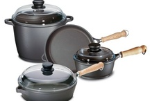Tradition® / Berndes Tradition pans are constructed with vacuum-pressure cast aluminum and feature the Dupont Autograph 2 Gourmet Non-Stick surface to protect against sticking and burning. The wooden handles allow for safe and easy handling.