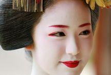 Geisha make-up