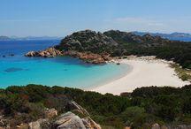 Budelli - Sardegna / Budelli è un'isola appartenente all'arcipelago della Maddalena, situata all'estremo nord della Sardegna presso le bocche di Bonifacio. Fa parte, assieme alle altre isole, del Parco nazionale dell'arcipelago di La Maddalena. L'isola è abitata da una sola persona, che è anche il custode.