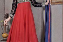 Costumes de créateurs 2017 / Les nouvelles tenues de créateurs d'arrivée 2017 sont  maintenant en boutique de Andaaz Mode. Ces modèles sont ornés de travail à la main, cristal, Zari, Resham etc. Toutes les robes sont préfet pour les grandes occasions, fête, mariage, Tenue de soirée. Costumes sont disponibles en Royaume-Uni, Birmingham. http://www.andaazfashion.fr/salwar-kameez/churidar-suits