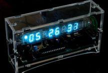 Stavebnice hodin / Digital clock kit / Stavebnice s vakuovým zobrazovačem / kit with VFD (Vacuum fluorescent display)
