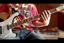 Bass playing / .