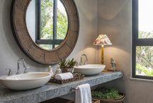 Banheiros e lavabos / Confira idéias geniais de decoração para banheiros, suítes e lavabos. Diversas pias, cubas, boxes, espelhos, revestimentos, pisos e outros acessórios de decoração que fazem toda a diferença para deixar o seu banheiro moderno e com cara de revista!