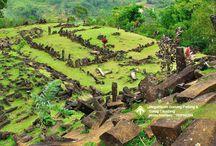 Megalitikum Gunung Padang & Curug Cikodang [operator : Tripnesia] / Megalitikum Gunung Padang & Curug Cikodang August 24, 2013 Link : http://triptr.us/uo