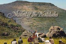 "Keluarga Kudus / ""Mata adalah pelita tubuh. Jika matamu baik, teranglah seluruh tubuhmu; jika matamu jahat, gelaplah seluruh tubuhmu. Jadi jika terang yang ada padamu gelap, betapa gelapnya kegelapan itu."" (Mat 6:22-23) Pernyataan Yesus ini salah satu-Nya merujuk kepada sikap orang terhadap keLAHIRan / keHADIRan / keDATANGan / keberADAan Diri-Nya sebagai satu-satu-Nya arah pandang HIDUP dan keHIDUPan seluruh umat MANUSIA [...]"
