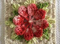 flor tejido beige y rojo