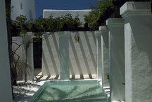 Mediterranean Architecture Ideas / The mixture of greek, spanish, portuguese and maroccan culture. Blue skies, the ocean, white walls. Santorin, Ibiza, Algarve...