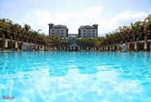 Kıbrıs Otelleri - Cyprus Hotels / Dört mevsim güneş aldığı için yaz sezonu oldukça uzun olan Kıbrıs'ın birçok noktasında denize girmek mümkün. Birbirinden güzel otel ve plajlarıyla farklı seçenekler sunan Kuzey Kıbrıs sahilleri, altın sarısı kumu ve berrak deniziyle misafirlerini bekliyor. http://bit.ly/J139YB