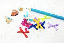 Fiocchi / Le immagini mostrano la varietà di fiocchi in acrilico, stoffa e satin, proposti dal sito www.gugapluff.it