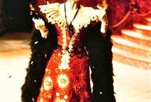 MES PROD: LA CHASTE SUZANNE / J'aime beaucoup mettre en scène et décorer les grandes opérettes que, hélas, on ne joue plus ! Pourquoi ? Je n'ai aucune réponse.