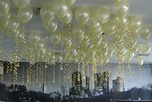 Balloon Ceilings / I simply love balloon ceilings. They are one of the easiest and often overlooked ways of decorating with balloons. All you need is a bunch of balloons in your preferred colors, helium and color-matching strings.