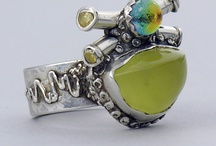 jewerly / Zwykły pierścioneczek nie trafi na tę tablicę, tylko szczególnie nietypowe i inspirujące!