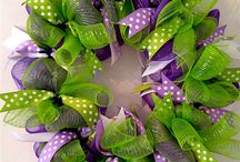 WREATHS, ETC. / WREATHS AND WALL OR DOOR DECORATIONS