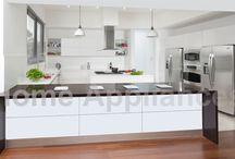 Cocina Rocha / Acabados en resina de poliéster blanco de alta resistencia. Los muebles tienen un sistema de iluminación LED integrado.